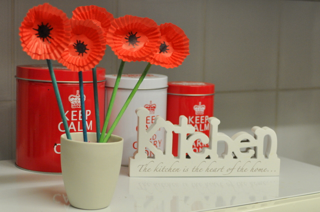 A paper poppy for anzac day pumpkin patch - Remembrance day craft ideas ...
